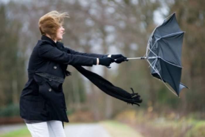 UPDATE / Vreme rea în toată țara! Meteorologii au emis cod portocaliu de vânt cu aspect de vijelie