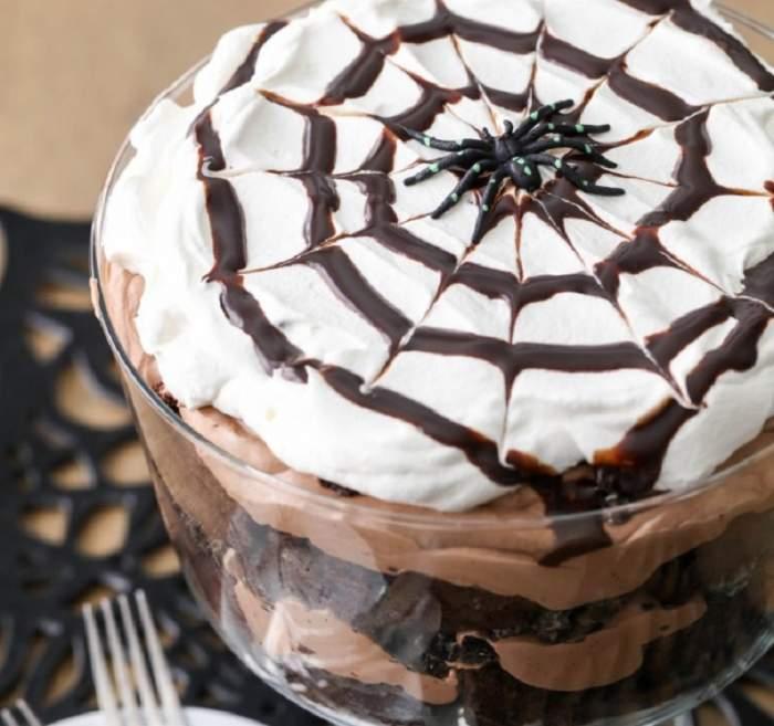"""REȚETA ZILEI: Budincă de ciocolată """"păianjen"""". Ideală pentru Halloween!"""