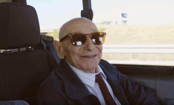 VIDEO / A murit cel mai cunoscut colecţionar de abţibilduri din lume!