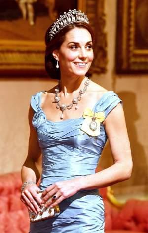"""FOTO / Kate Middleton, criticată pentru """"cea mai urâtă rochie vreodată"""". Ducesa de Cambridge și-a lăsat fanii muți cu alegerea vestimentară"""