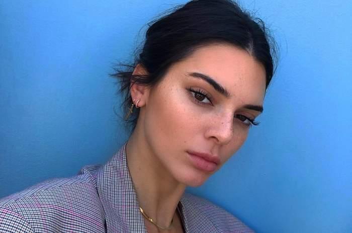 FOTO / Kendall Jenner s-a autodepășit cu Photoshop-ul! Oamenii sunt oripilați de cât și-a subțiat talia