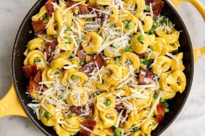 REŢETA ZILEI: Tortellini cu bacon şi caşcaval, gata în 15 minute