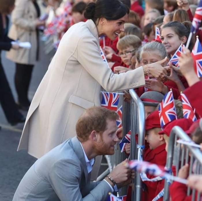 Toată ţara o iubeşte, dar prietenii Prinţului Harry nu o suportă. De ce Meghan Markle nu este privită cu ochi buni