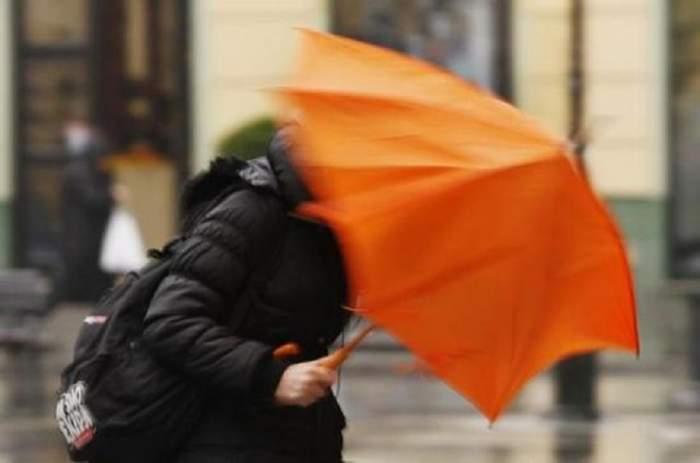 Vremea rea pune stăpânire pe România! Cod galben de vânt puternic