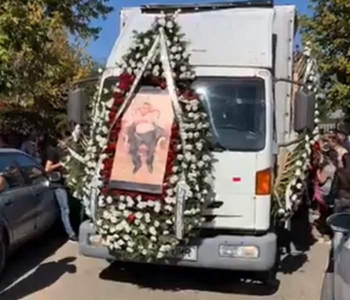 FOTO / Lacrimi și jale la înmormântarea lui Ion Duduianu! Sorin Copilul de Aur a cântat la căpătâiul interlopului