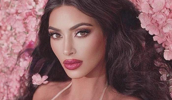 FOTO / Kim Kardashian încinge din nou imaginația bărbaților! Îmbrăcată sumar, s-a pozat într-o poziție de filme pentru adulți