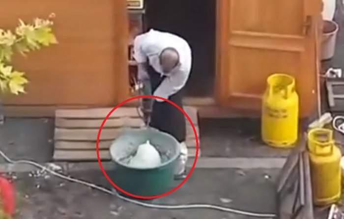 VIDEO / Scene incredibile la Baia Mare. Aluat de gogoși frământat cu bormașina, printre gunoaiele de pe stradă