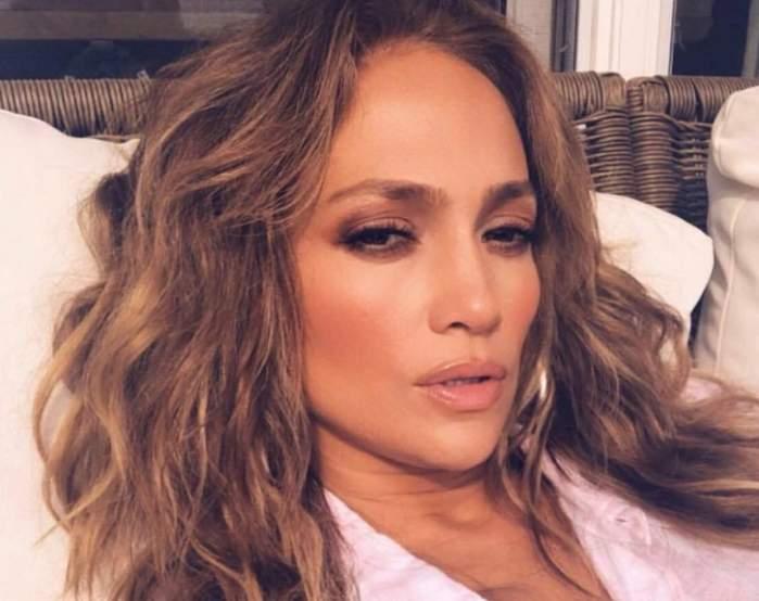 VIDEO / Make-up artistul lui Jennifer Lopez a dezvăluit trucurile de frumuseţe ale vedetei