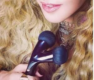 """FOTO / Madonna, luată la mișto de fani: """"Nu te mai photoshopa din dorința de a ne vinde nouă vibratoare"""""""