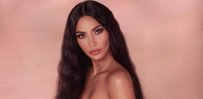 FOTO / O nouă aroganță tip Kim Kardashian! S-a îmbrăcat în bani, din cap până-n picioare... la propriu!