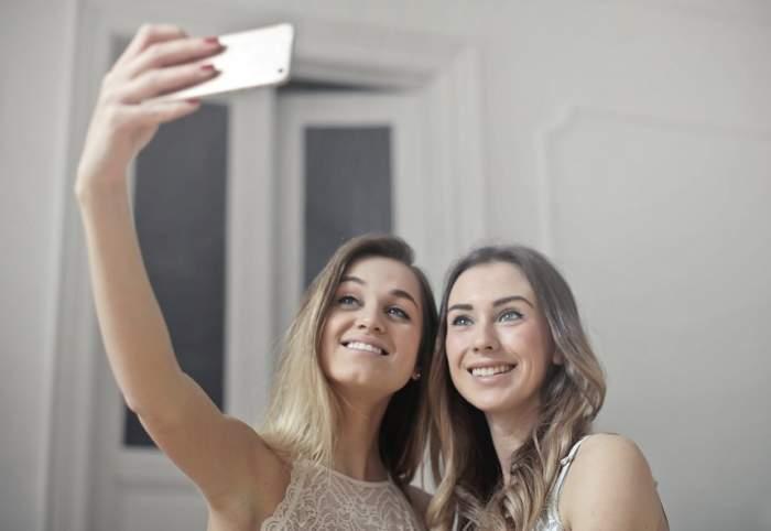 ÎNTREBAREA ZILEI: Știi la ce riscuri te expui când faci poze cu bliț?