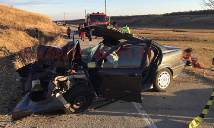 FOTO / Accident cumplit în Dolj! Soţ şi soţie, morţi după ce au intrat cu maşina într-un copac