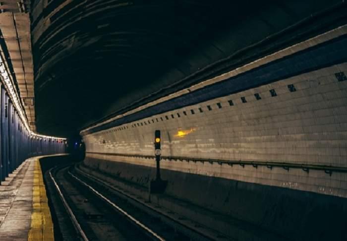Descoperire macabră! Cadavru găsit într-o staţie de metrou din Capitală