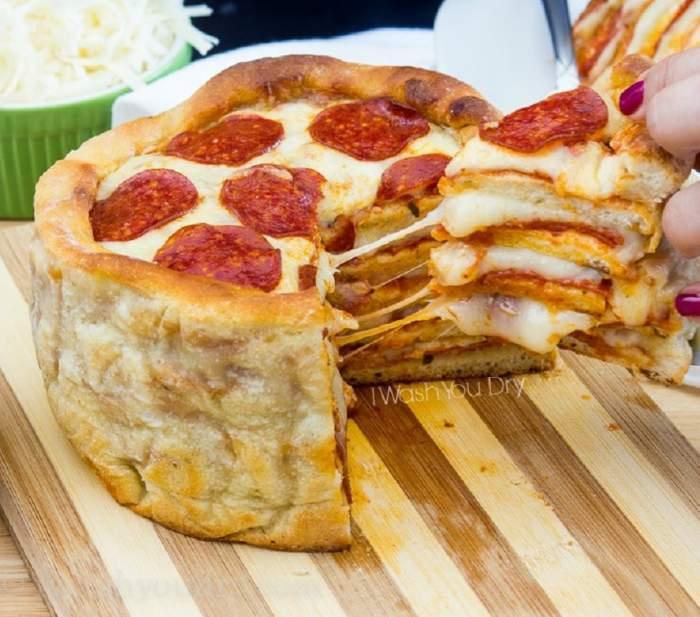REȚETA ZILEI: Tort de pizza! Așa ceva sigur n-ai mai încercat
