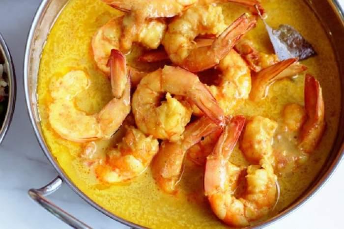 REȚETA ZILEI: Creveți delicioși cu sos curry și lapte de cocos