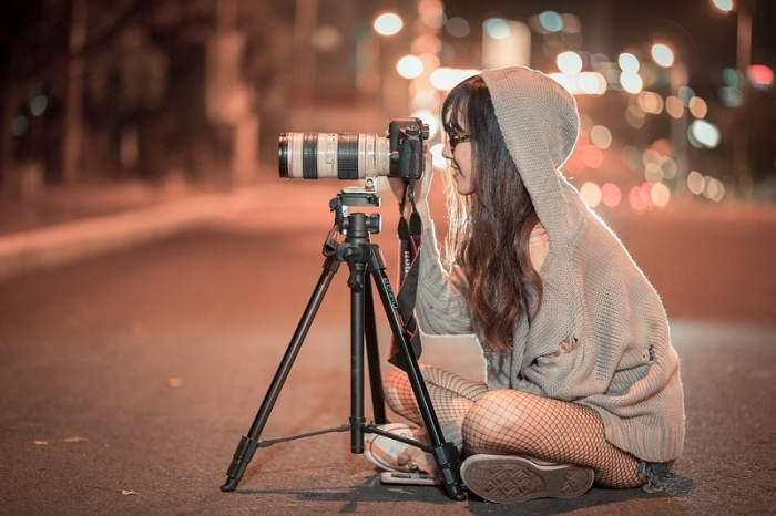ÎNTREBAREA ZILEI: Tu știi ce poți face, pentru a părea mai înaltă în fotografii?