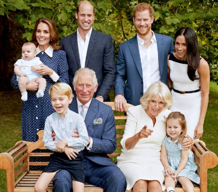 Așa nu l-ai mai văzut! Fotografii rare cu moștenitorul coroanei britanice, în ipostaze emoționante alături de prințul Louis