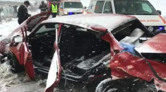 FOTO / Accident înfiorător în Botoșani! O femeie a murit, după ce a fost luată la ocazie
