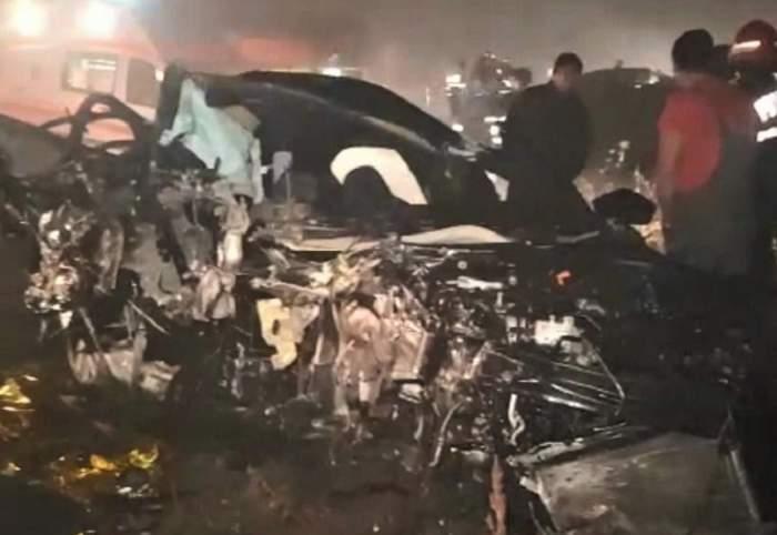 Două mașini s-au făcut praf pe DN 1! O tânără de 17 ani a murit pe loc