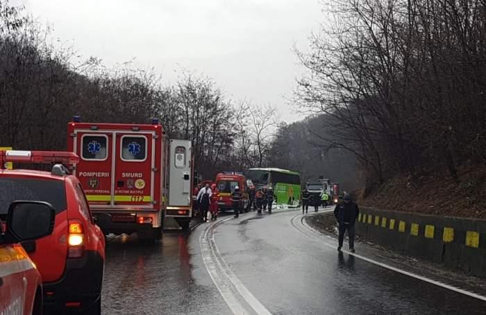 FOTO / Accident grav în Sibiu, pe DN1! Un TIR şi un autocar cu 23 de pasageri s-au ciocnit violent