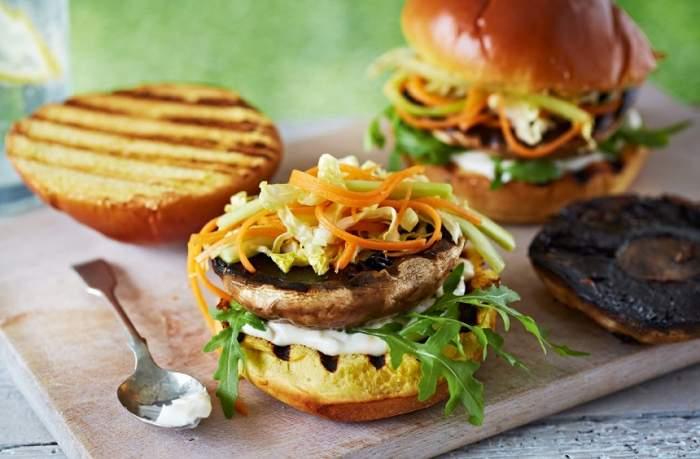 REȚETA ZILEI: Burger delicios cu ciuperci, pentru toți vegetarienii pretențioși!