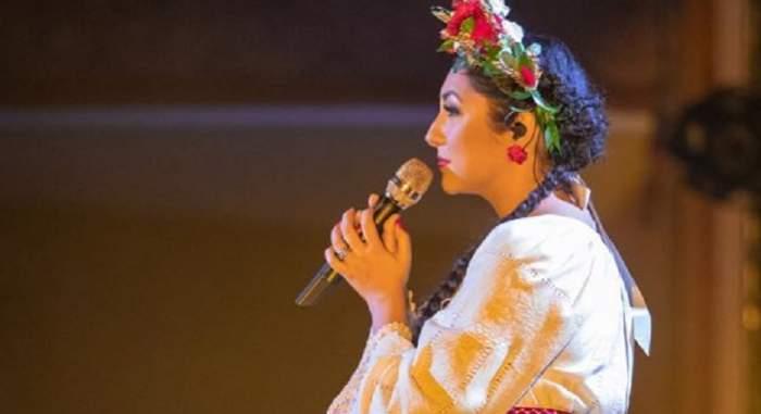 """Andra nu a mai rezistat și a adus un omagiu dureros, chiar în timpul concertului: """"A plecat prea devreme dintre noi"""""""