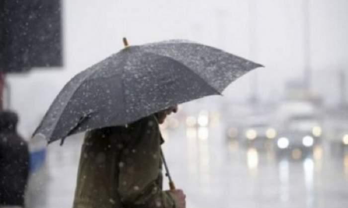 UPDATE / Avertizare de ultimă oră de la meteorologi! Cod galben de ploaie, burniţă şi polei