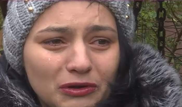 VIDEO / Mămica-elevă îşi vrea copilul înapoi. Adolescentei de 17 ani i-a fost smulsă fetiţa din braţe!