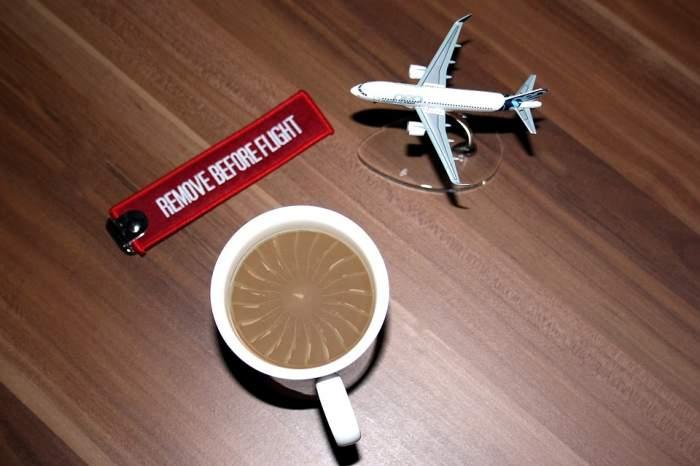 Nu vei mai bea niciodată cafea în avion! Un însoțitor de bord a dat un motiv dezgustător