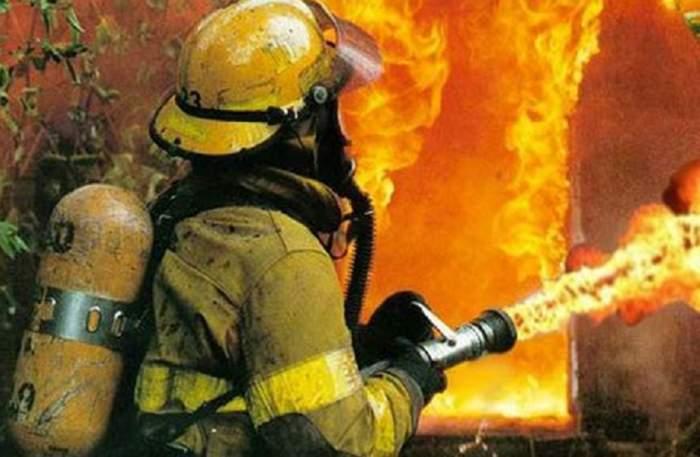 Incendiu izbucnit într-o locuinţă din Galaţi! O femeie a fost găsită carbonizată