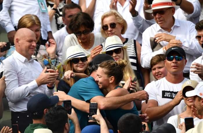 """Darren Cahill a dat-o de gol pe Simona Halep! """"Face asta"""" + Cum este liderul WTA în afara terenului"""