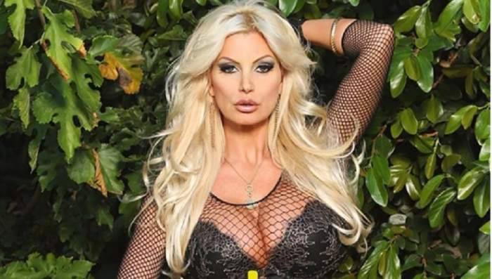 FOTO / Actriță XXX celebră, show incendiar, aproape goală! Le-a arătat tuturor cum își umple conturile cu bani