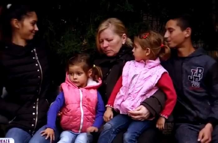 VIDEO / Iadul de acasă! O mamă cu patru copii a ajuns pe drumuri