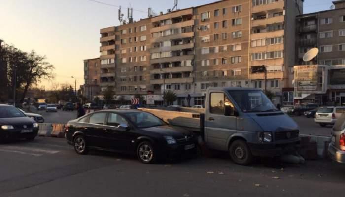 FOTO / Accident grav în Beiuș! Un șofer de 47 de ani a murit, după ce a făcut infarct la volan