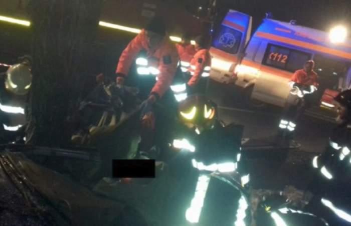 Impact nimicitor în Bacău! Un mort și trei răniți grav, după ce mașina s-a rupt într-un copac