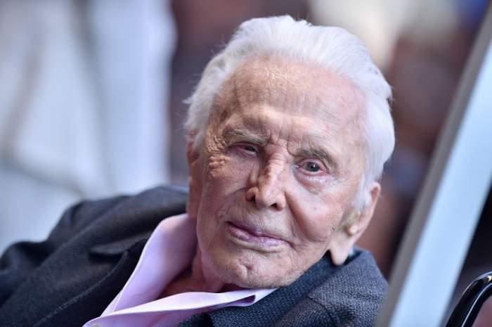 Kirk Douglas a împlinit 102 de ani! Cine i-a fost alături în această zi veteranului de la Hollywood