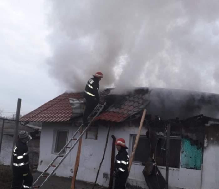 FOTO / Incendiu puternic la o mănăstirea din Constanţa! 11 pompieri se luptă cu flăcările