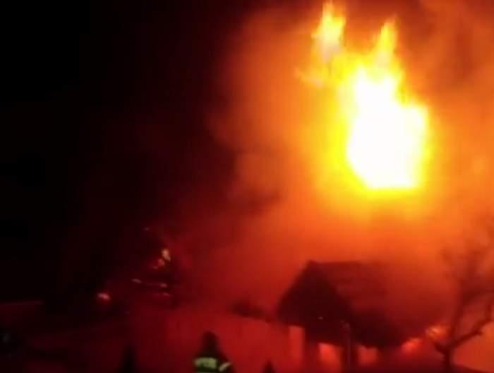 VIDEO / Incendiu puternic la o cabană din Bran! Totul s-a făcut scrum