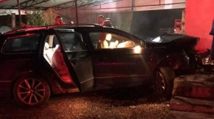 O șoferiță a intrat cu mașina în magazin, în Maramureș. Patru oameni au fost grav răniți