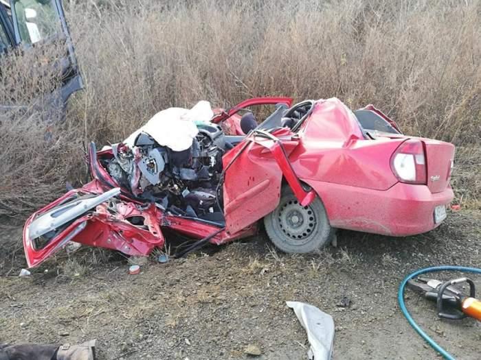 FOTO / Accident cumplit în Arad! Un bărbat şi-a pierdut viaţa încarcerat între fiarele maşinii