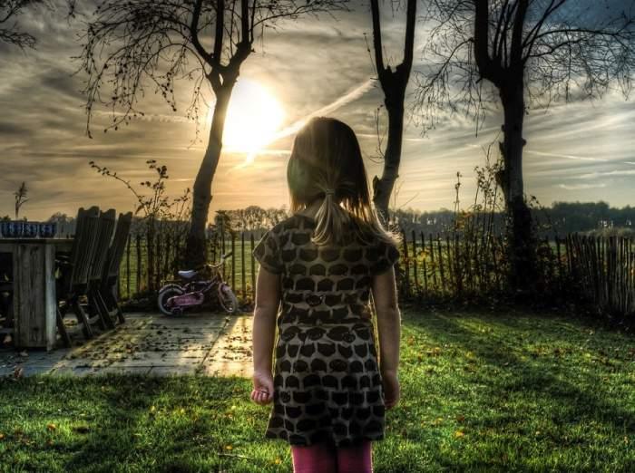 """O femeie i-a permis iubitului ei să-i violeze fiica în vârstă de 8 ani pe motiv că """"avea un demon în ea"""""""