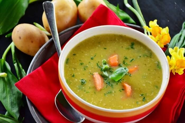 """""""Dieta-minune"""" care te slăbeşte în doar 3 zile! Se bazează pe detoxifiere cu supă"""