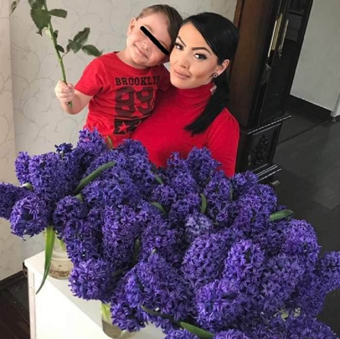 """FOTO / Andreea Mantea, """"îngropată"""" în flori de 1 Martie. Prietenii au devenit suspicioşi: """"De unde le ai?"""""""