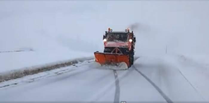 VIDEO / Ninge abundent în ţară! Autorităţile deszăpezesc drumurile