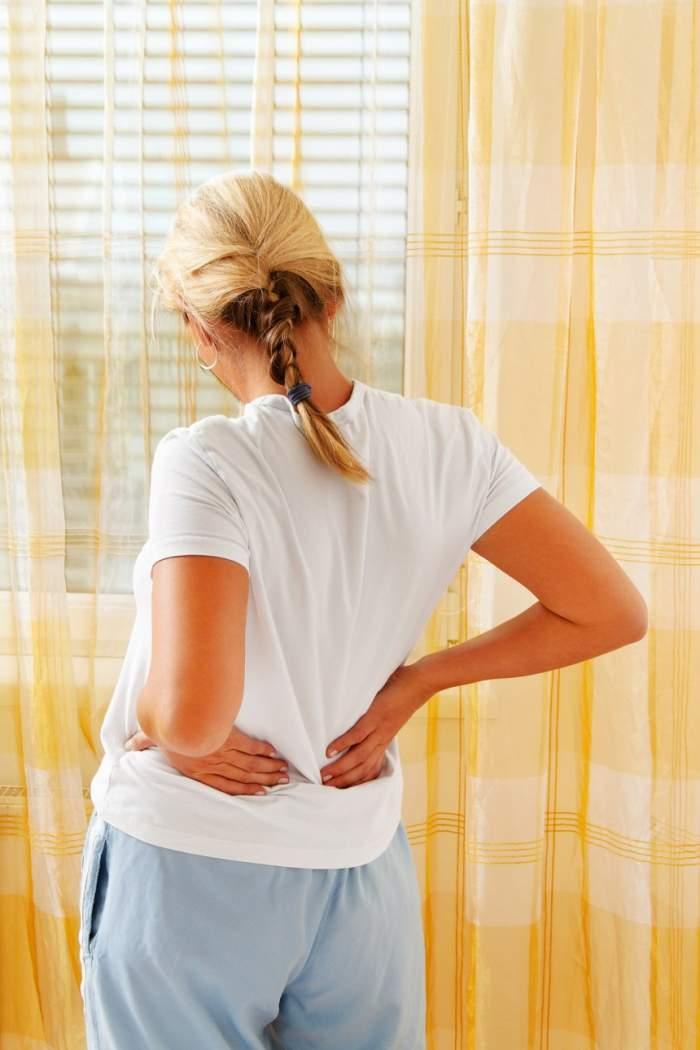 Obiceiul care înrăutățește durerile de spate. Care este cel mai bun tratament