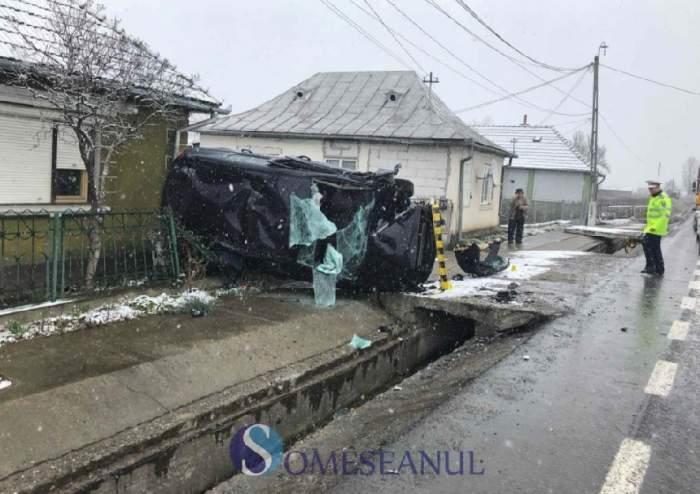 Accident grav într-o localitate din Bistriţa-Năsăud! O femeie, fiica ei şi socrul au ajuns la spital