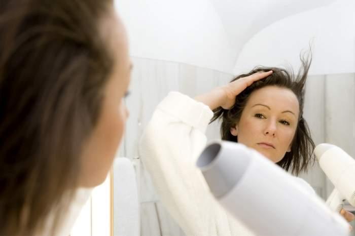 ÎNTREBAREA ZILEI: La ce temperatură este indicat să-ți usuci părul?