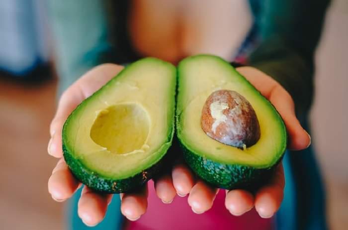 Un singur sâmbure de avocado te scapă de pietrele la rinichi! Reţeta indiană îţi vine în ajutor