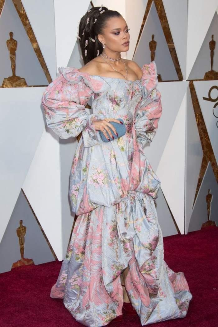 FOTO / A făcut show la Gala Premiilor Oscar 2018. Artista s-a tăvălit pe covorul roşu fără nicio reţinere