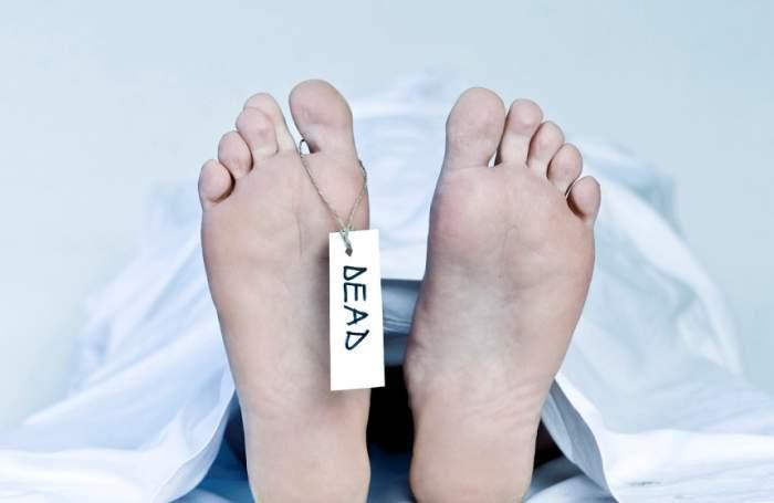 Un bărbat declarat mort, pregătit pentru autopsie, s-a trezit cu puţin timp înainte să fie tăiat. Medicii au fost şocaţi